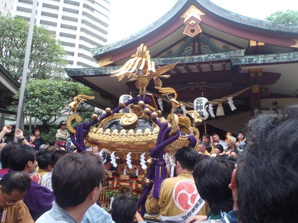 蒲田八幡神社宮入後の神輿