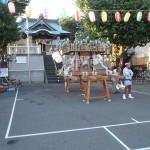 塚越御嶽神社の神輿7(神社の本堂と神輿)