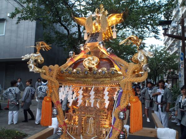 荏原五丁目 豪龍曾の神輿7(照明点灯)