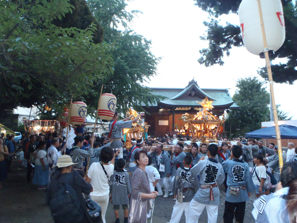 小山八幡神社 例大祭の境内