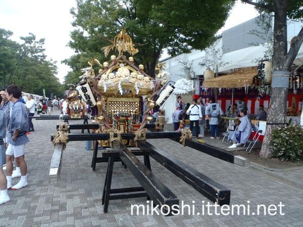 北谷稲荷神社の神輿2