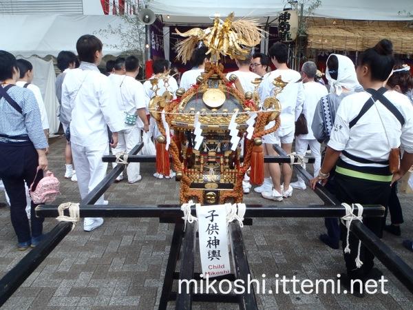 北谷稲荷神社の子供神輿