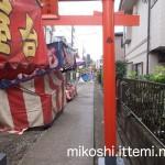伊富・久富稲荷神社の長い参道2