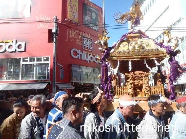 三軒茶屋の神輿 @世田谷通り2