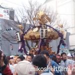 奉祝パレードの神輿2