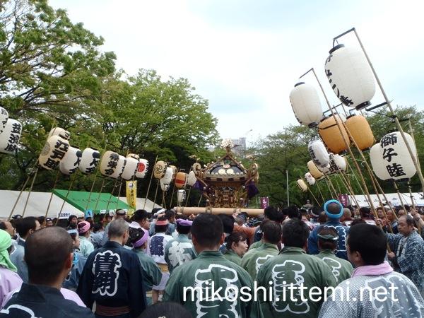 熊野神社に向かう