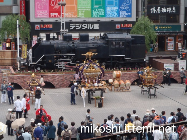 新橋SL広場の千貫神輿