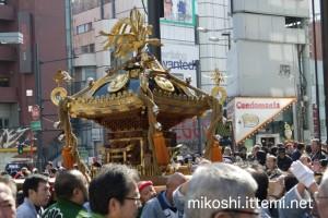 表参道神輿09