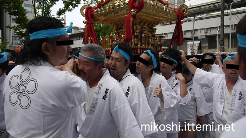 湯島天満宮例大祭 本社神輿の一番前