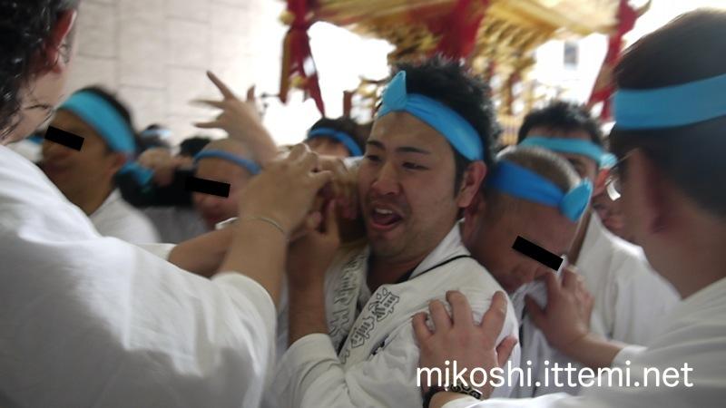 湯島天満宮例大祭 本社神輿の一番前(単独)