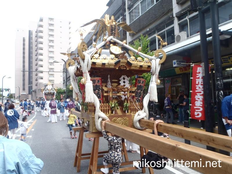 厚木輿睦會の神輿1