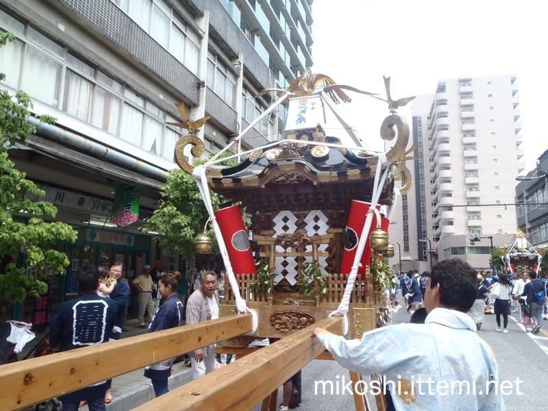 厚神會の神輿(正面)