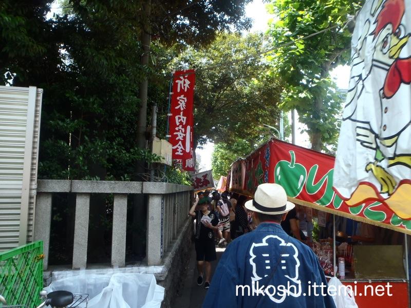 浅間神社前の露天