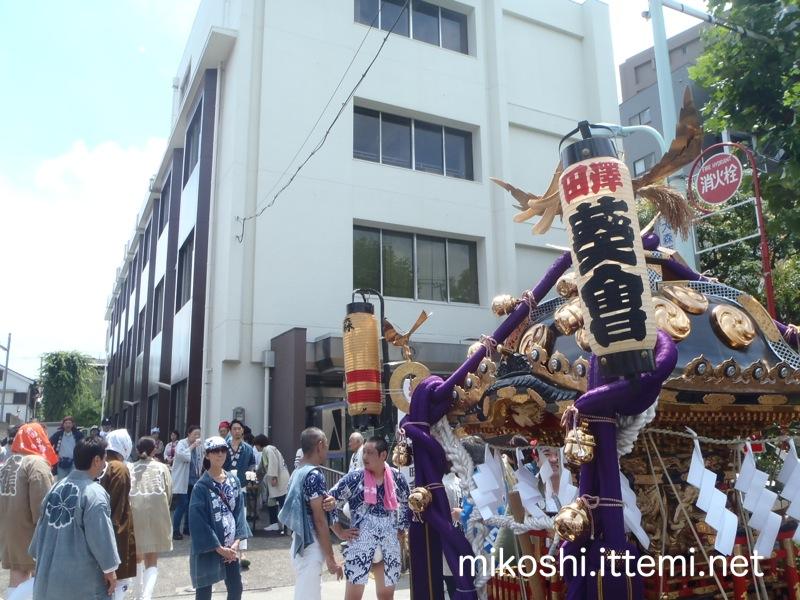 大森浅間神社の神輿渡御(休憩)