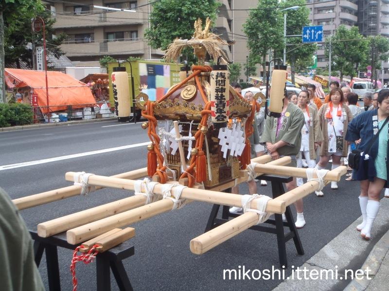 大森浅間神社の神輿1
