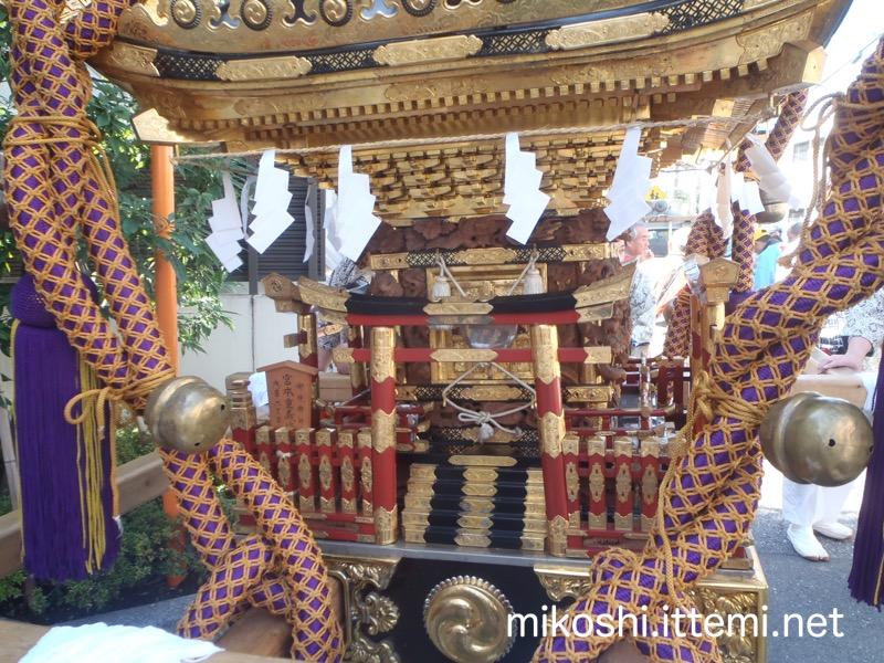 東西睦の神輿2